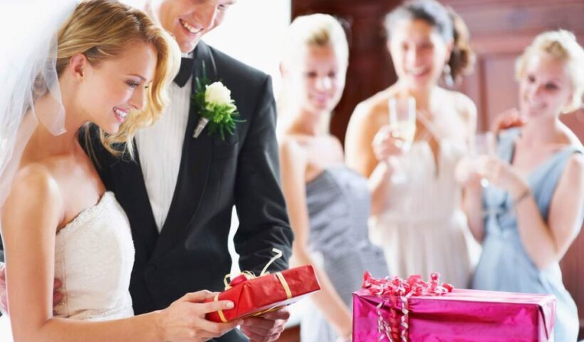Gift Ideas for the Newlyweds: 5 Things You Should Consider Buying